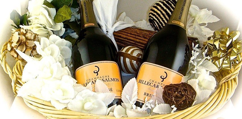 Wine, Champagne & Liquor Gift Baskets Ready for Delivery to Massachusetts